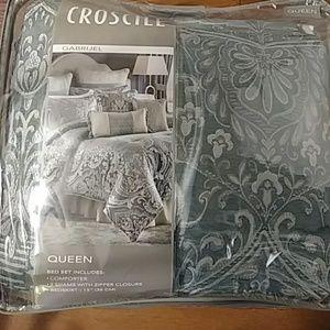 New Croscill queen comforter sets (Different Ones)